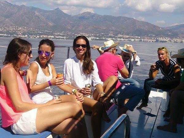 Team4you Galería de fotos Eventos corporativos con veleros navegando con velas tranquilamente a lo largo de la Costa del Sol.