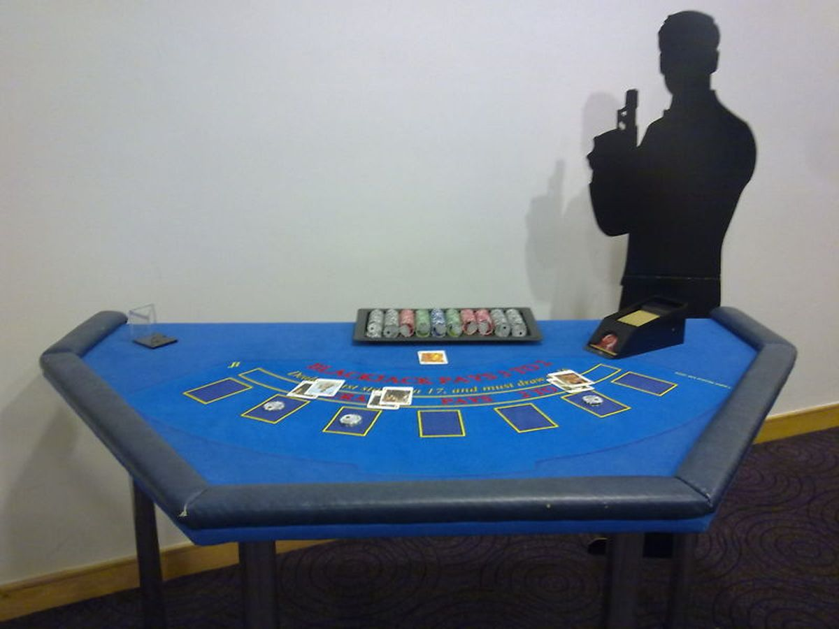 CASINO PARTIES Marbella Event by recreating a Las Vegas Casino. Professional dealers and card tables. 04 | Team4you