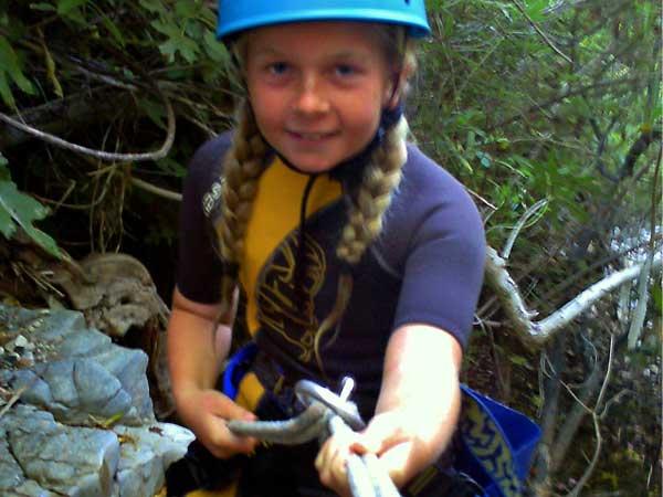 BARRANQUISMO Un descenso de barrancos a través de cascadas, toboganes de agua naturales y algo de vadeo y natación 03 | Marbella Team4you