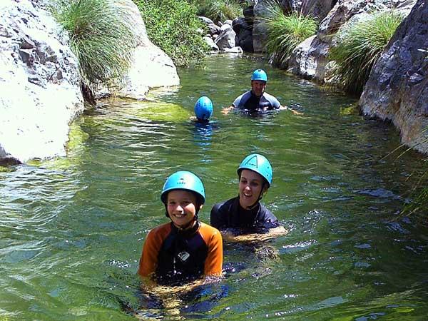 BARRANQUISMO Un descenso de barrancos a través de cascadas, toboganes de agua naturales y algo de vadeo y natación 04 | Marbella Team4you