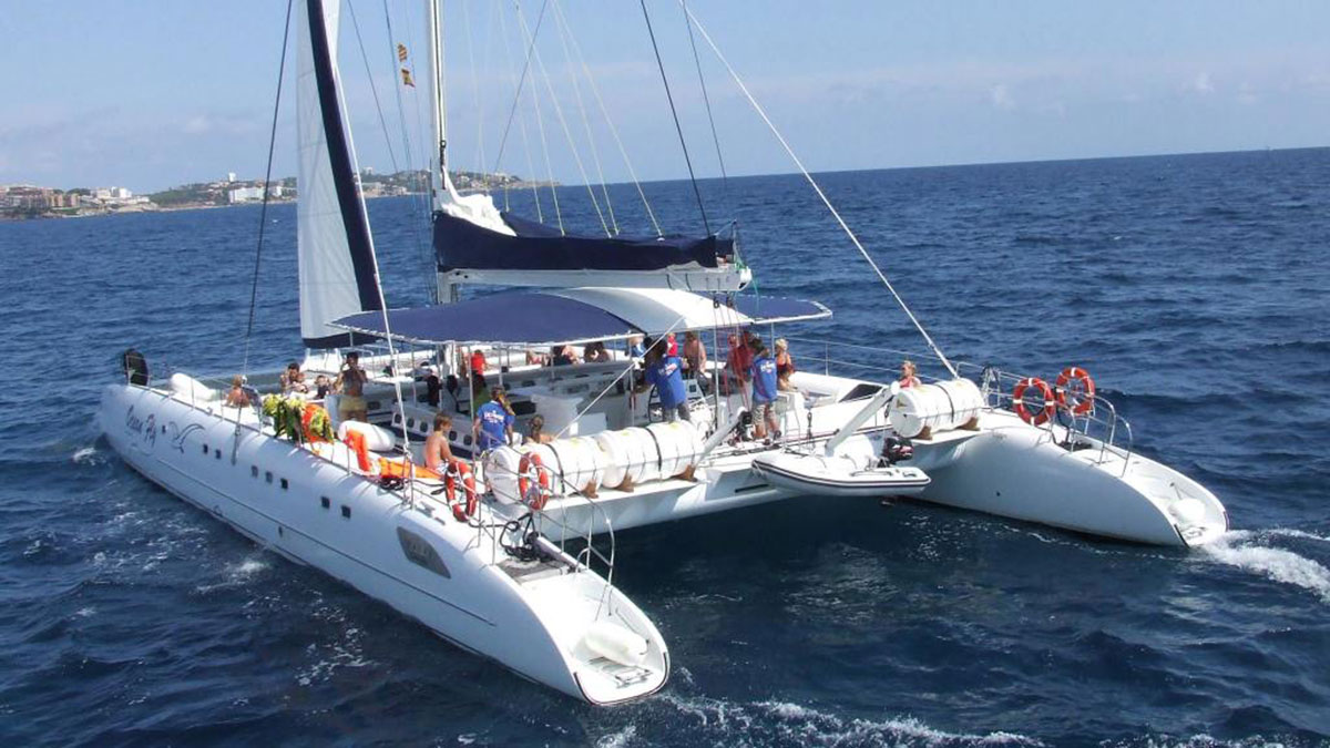 GROUP BOAT TOURS Marbella Catamaran tour along the Costa del Sol 01 | Team4you